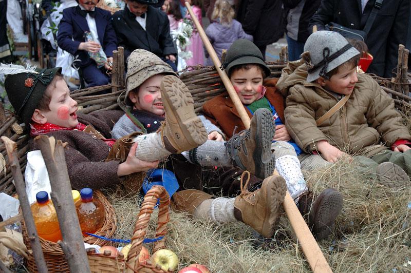 Kinder Umzug in Südtirol