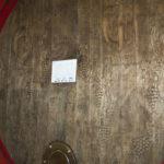 Weinfass in der Kellerei Tramin