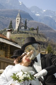 Egetmann Hansl mit Braut unterm Kastelaz Kirchlein