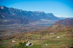 Bahntrasse Montan mit Blick zum Kalterer See